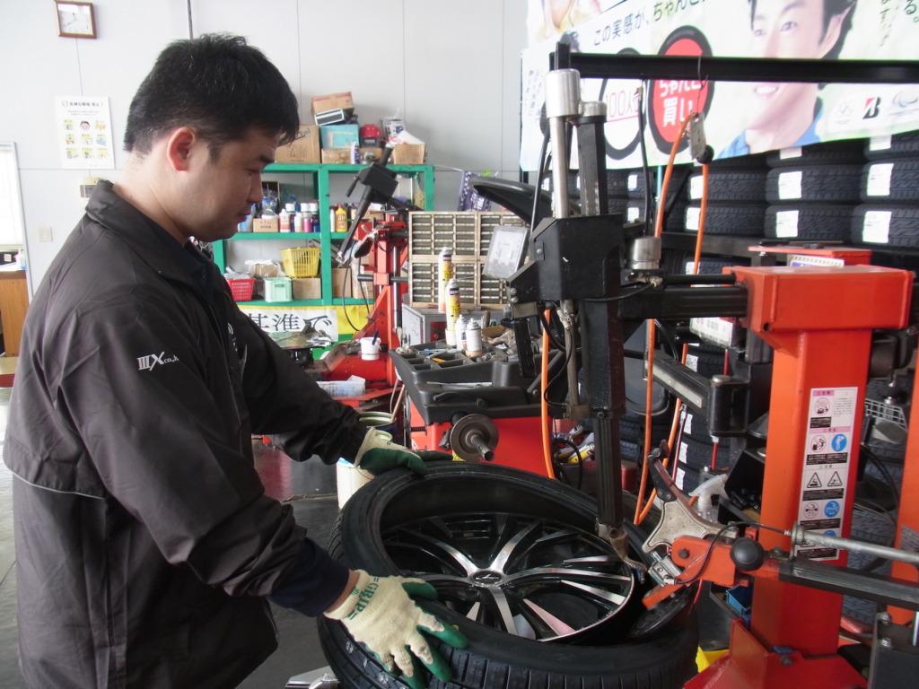 タイヤ交換作業1