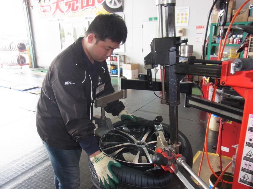 タイヤ交換作業2