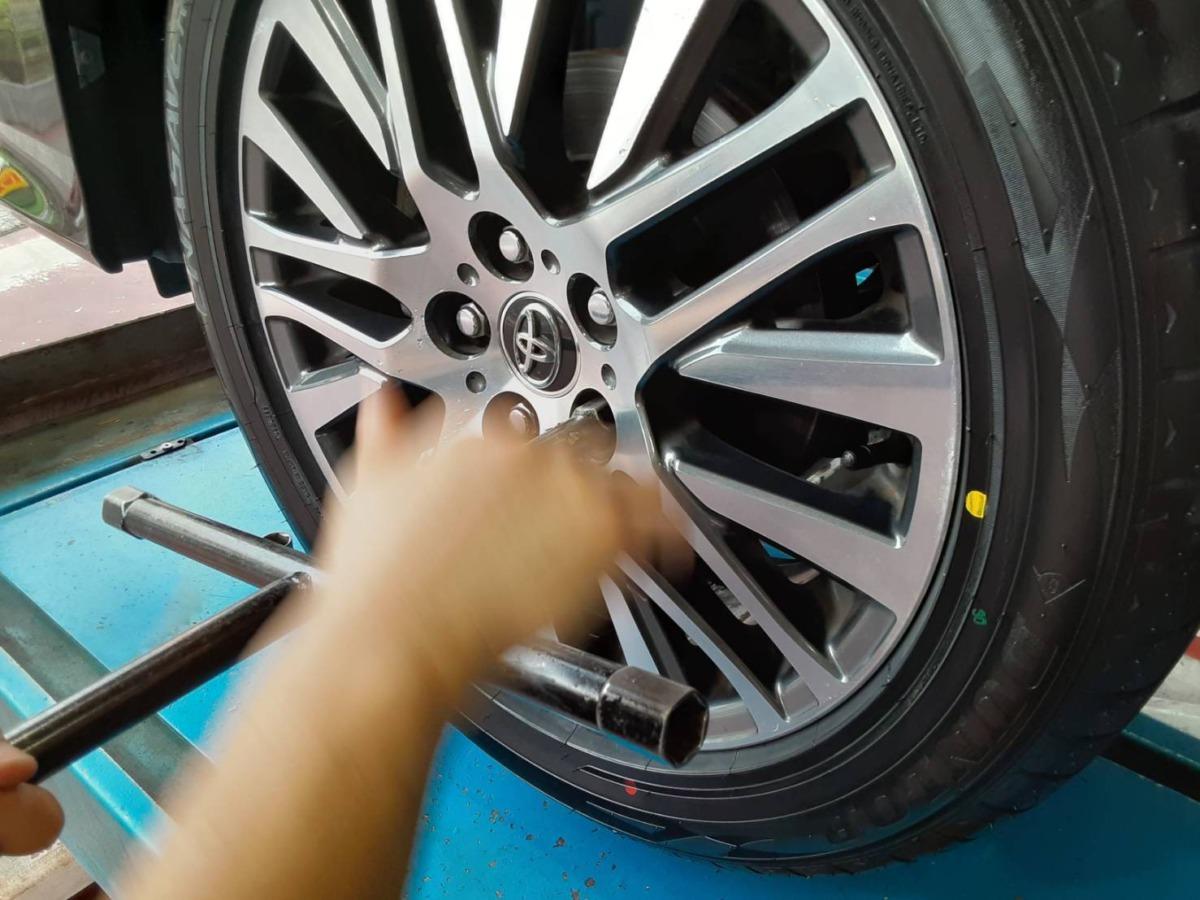 タイヤ交換工賃 脱着 店頭商品普通車タイヤ・ホイール購入 スタッドレスタイヤor夏タイヤ脱着